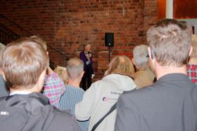 Skövde Pride 2015: Invigning (talare och publik).