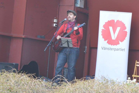 Tal och uppträdanden: Vissångaren och trubaduren David Bergkvist.